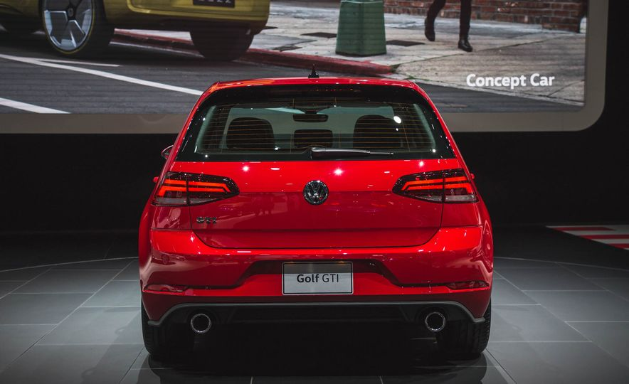 2018 Volkswagen Golf GTI - Slide 7