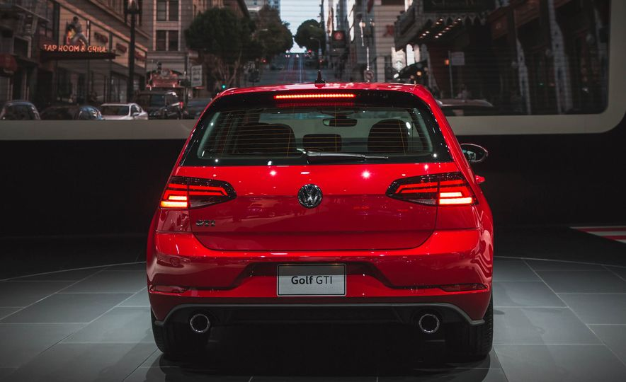2018 Volkswagen Golf GTI - Slide 8