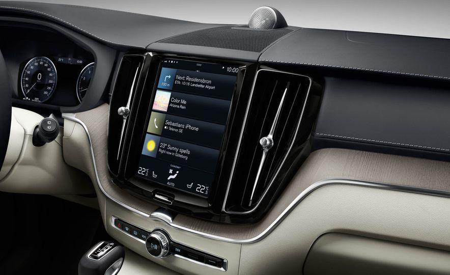 2018-Volvo-XC60-PLACEMENT - Slide 24