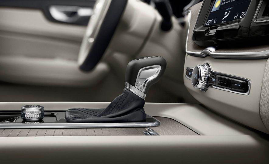 2018-Volvo-XC60-PLACEMENT - Slide 29