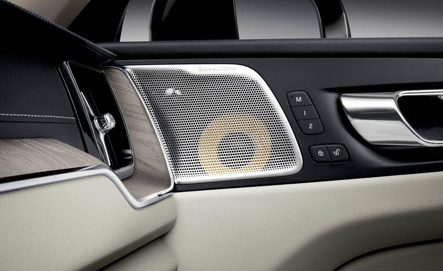 2018-Volvo-XC60-PLACEMENT - Slide 30
