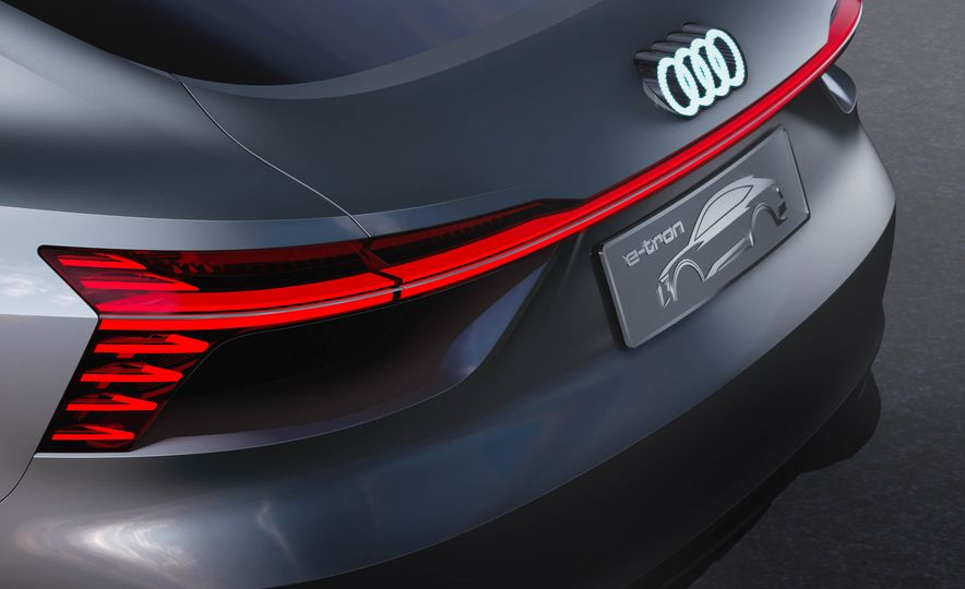 Audi e-tron Sportback concept - Slide 10