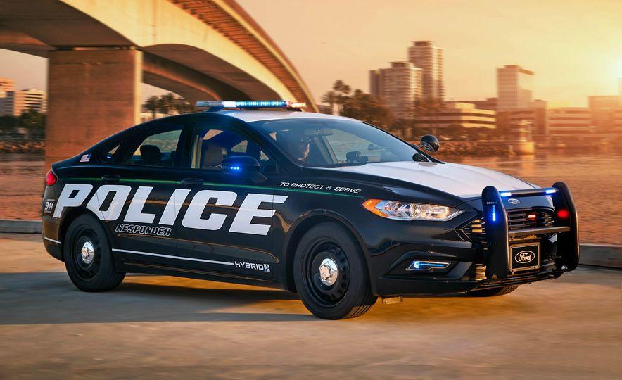 Ford Police Responder Hybrid Sedan - Slide 1