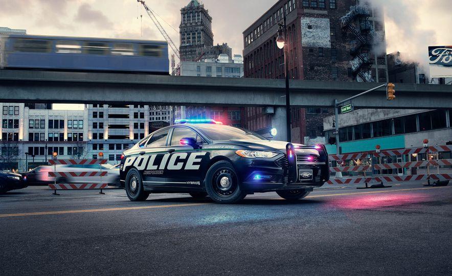 Ford Police Responder Hybrid Sedan - Slide 2