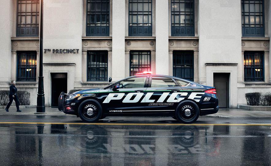 Ford Police Responder Hybrid Sedan - Slide 3