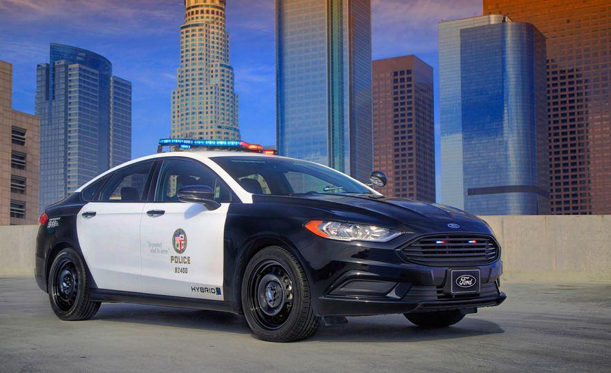 Ford Police Responder Hybrid Sedan - Slide 4