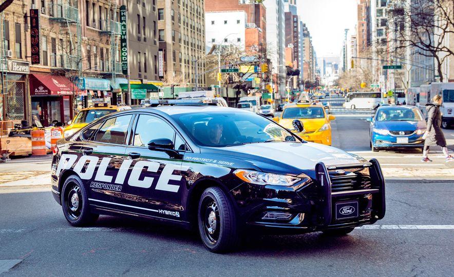 Ford Police Responder Hybrid Sedan - Slide 6