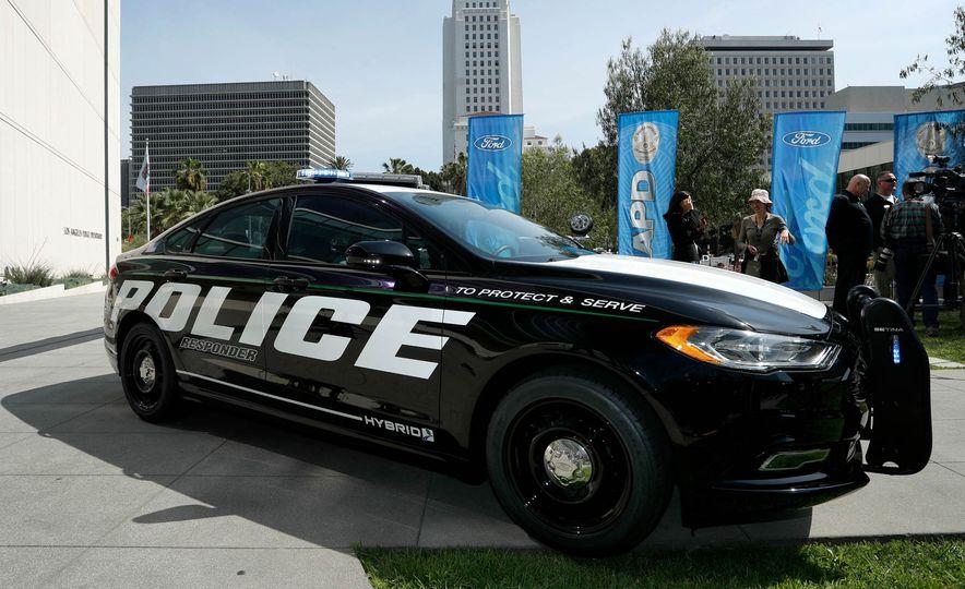 Ford Police Responder Hybrid Sedan - Slide 8