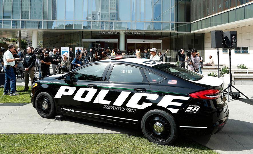 Ford Police Responder Hybrid Sedan - Slide 9