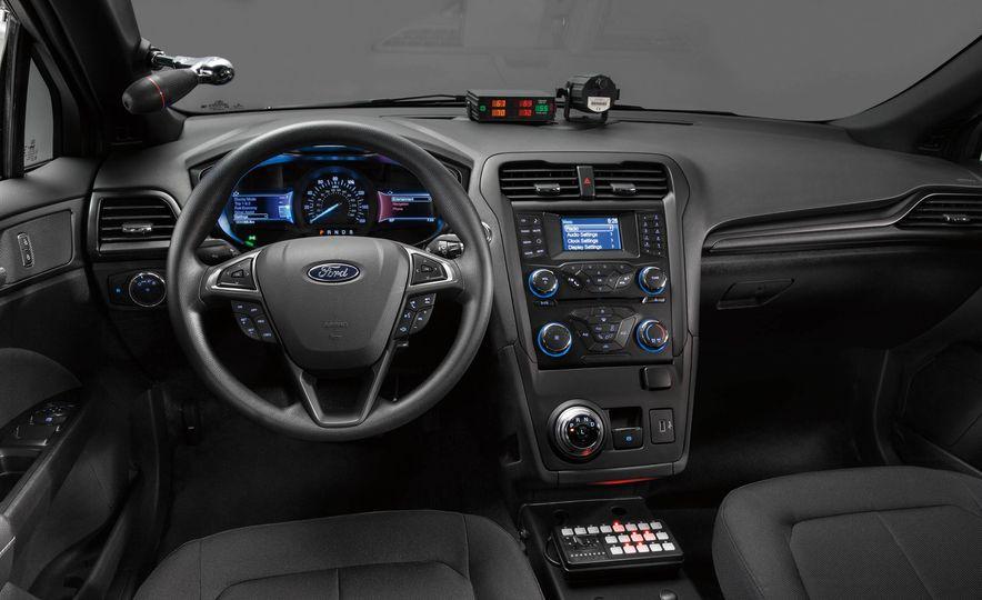 Ford Police Responder Hybrid Sedan - Slide 11