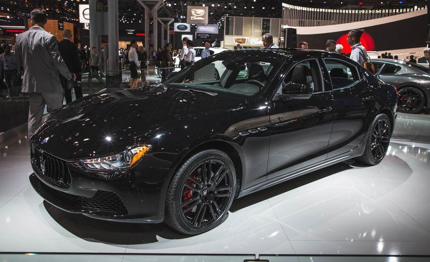 Maserati Ghibli Nerissimo - Slide 1
