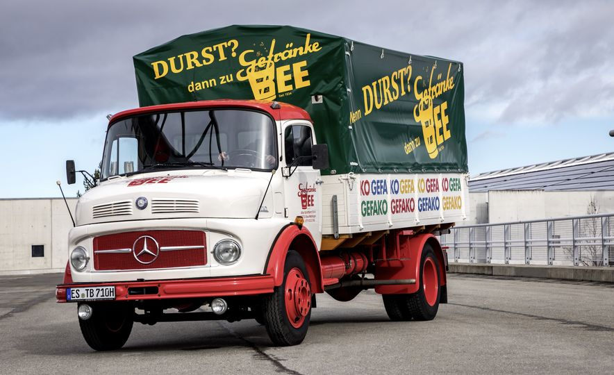 Lastkraftwagen Mercedes Benz Truck Division Represents At Retro Clics 2017 Slide 1
