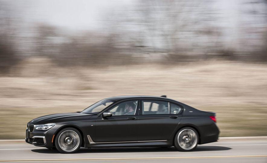 2017 BMW M760i - Slide 6