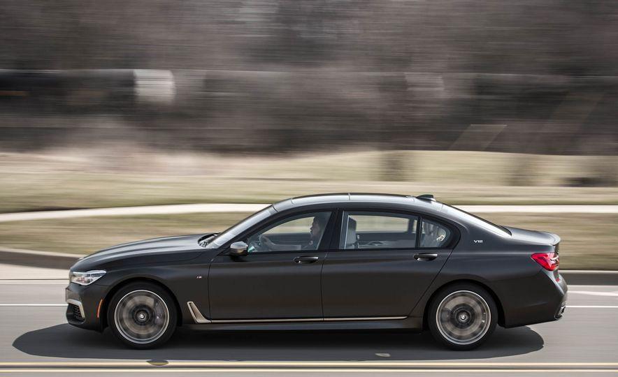 2017 BMW M760i - Slide 7