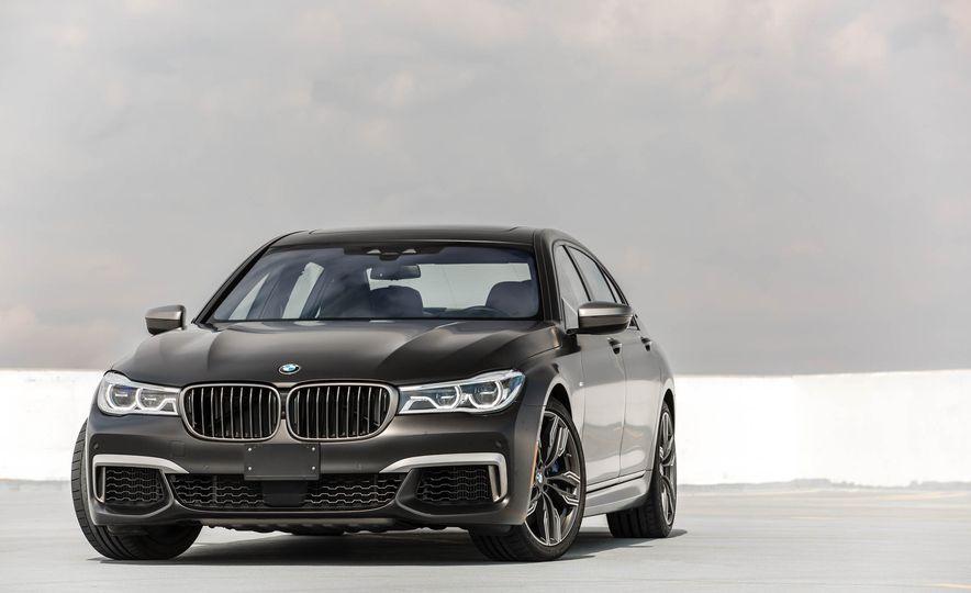 2017 BMW M760i - Slide 10