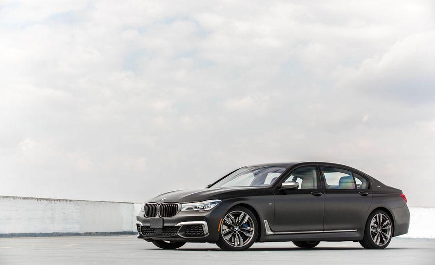 2017 BMW M760i - Slide 13