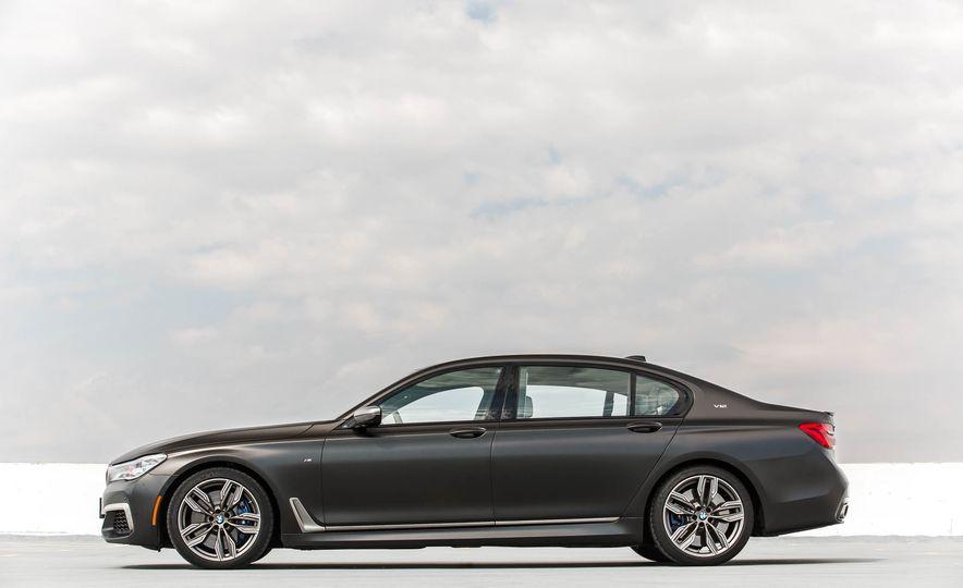 2017 BMW M760i - Slide 14
