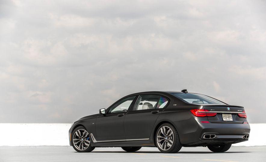 2017 BMW M760i - Slide 15