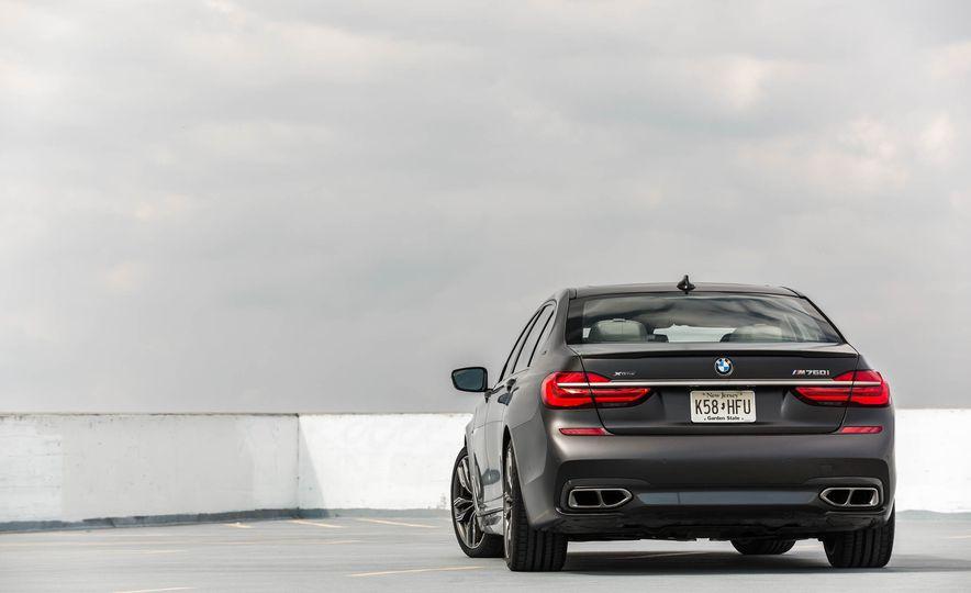 2017 BMW M760i - Slide 17