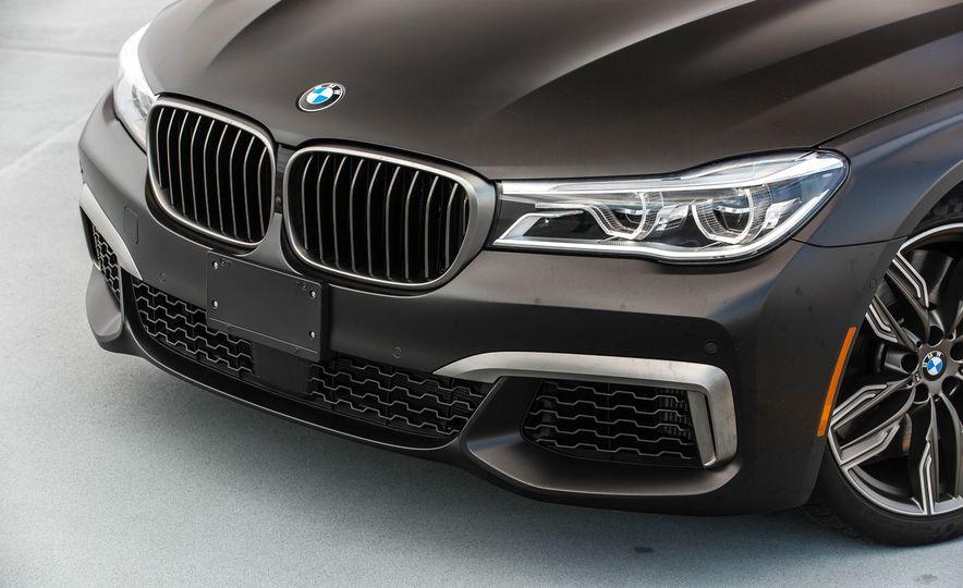 2017 BMW M760i - Slide 18