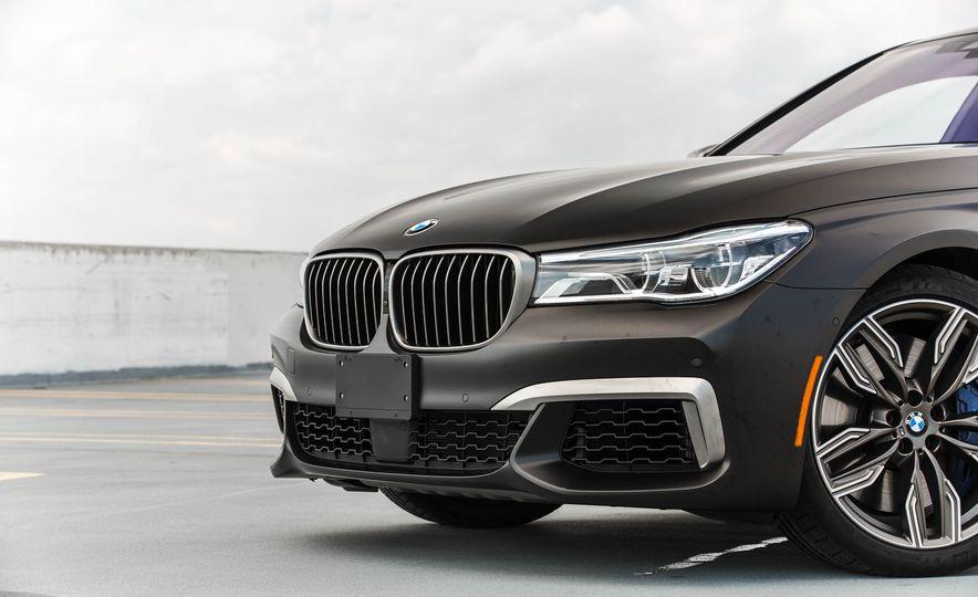 2017 BMW M760i - Slide 19