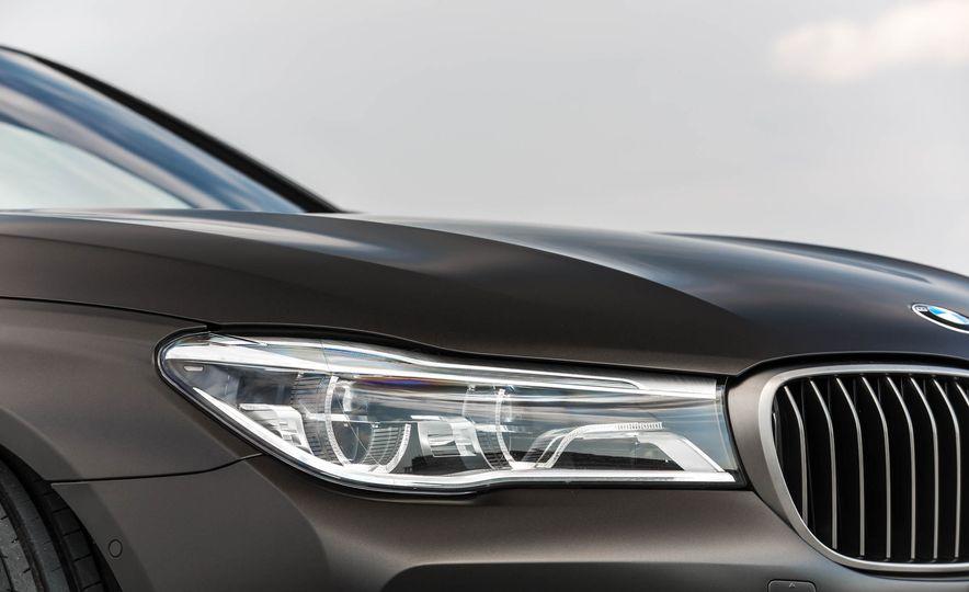 2017 BMW M760i - Slide 20