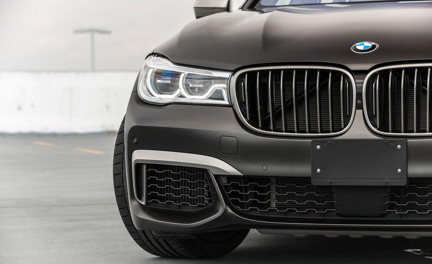 2017 BMW M760i - Slide 21