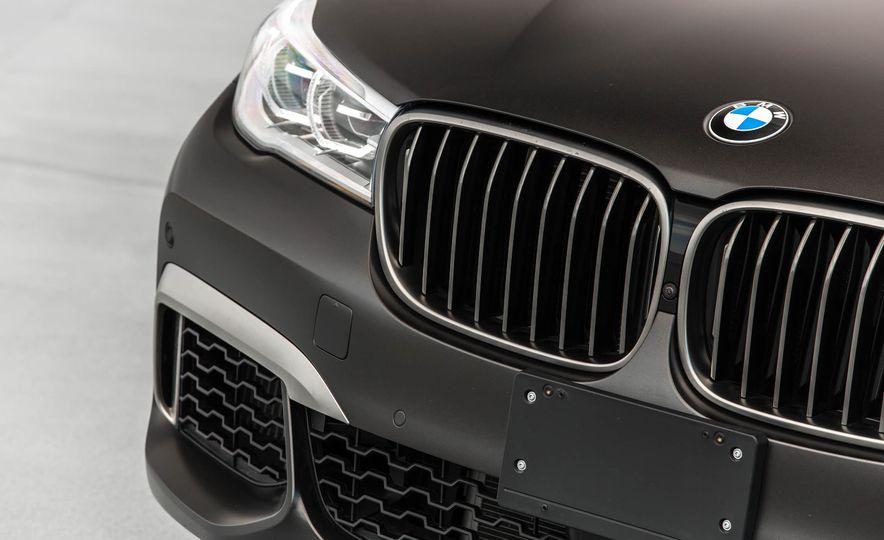 2017 BMW M760i - Slide 22