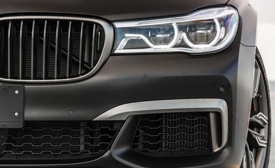 2017 BMW M760i - Slide 23