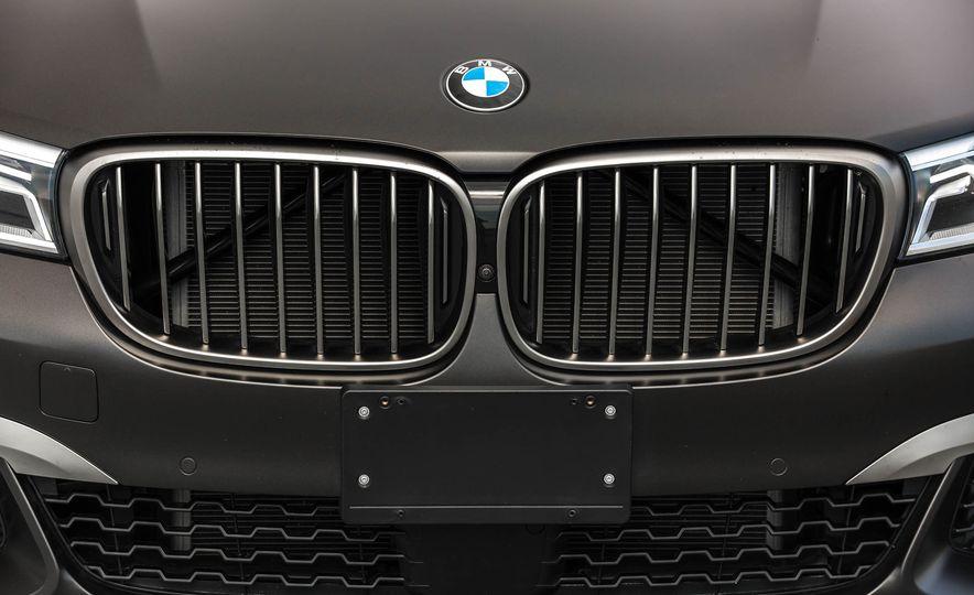 2017 BMW M760i - Slide 24
