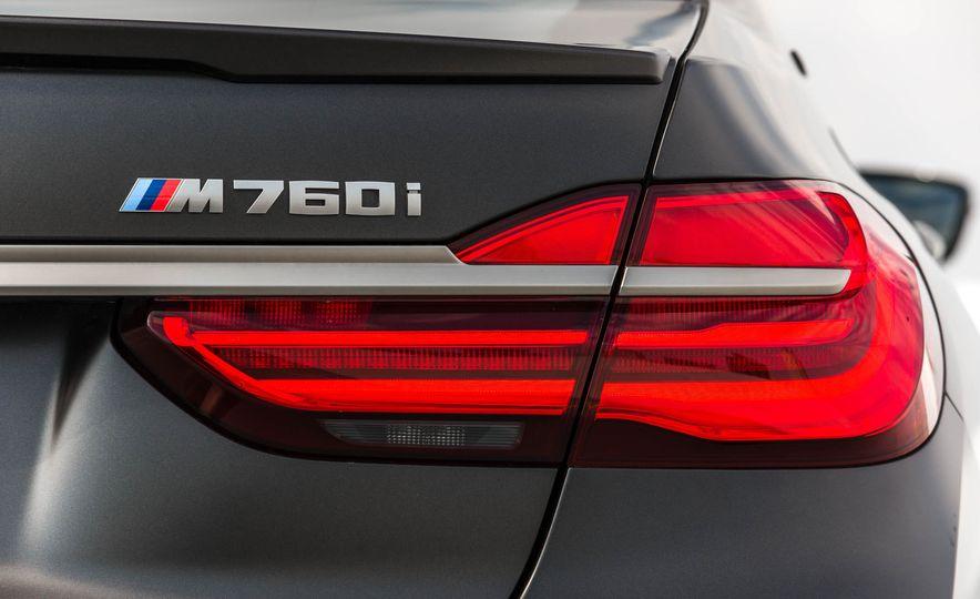 2017 BMW M760i - Slide 31