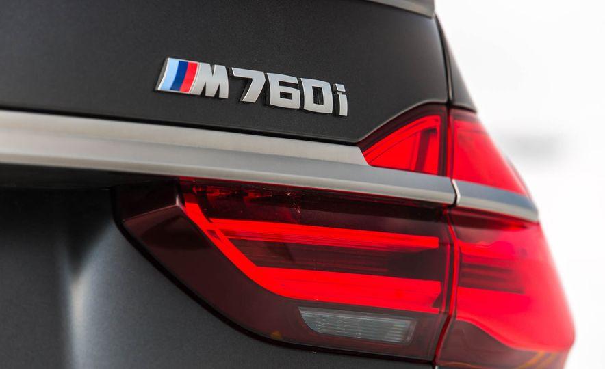 2017 BMW M760i - Slide 32