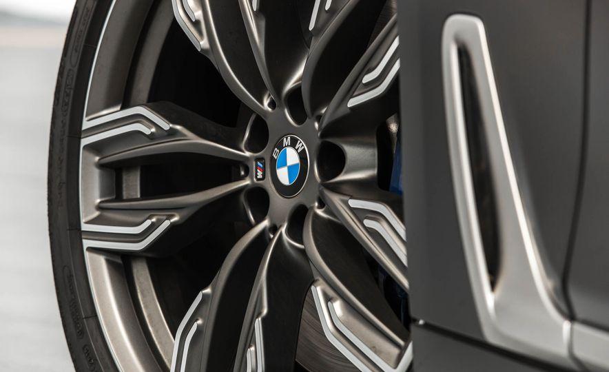 2017 BMW M760i - Slide 34