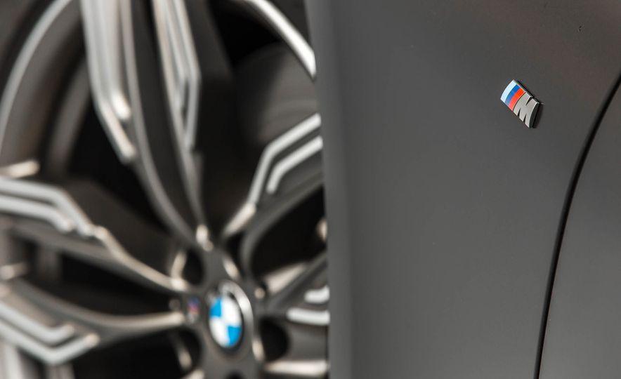 2017 BMW M760i - Slide 35