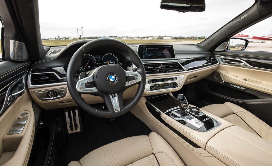 2017 BMW M760i - Slide 37