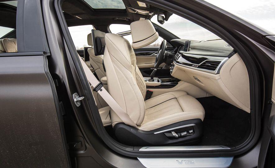 2017 BMW M760i - Slide 93
