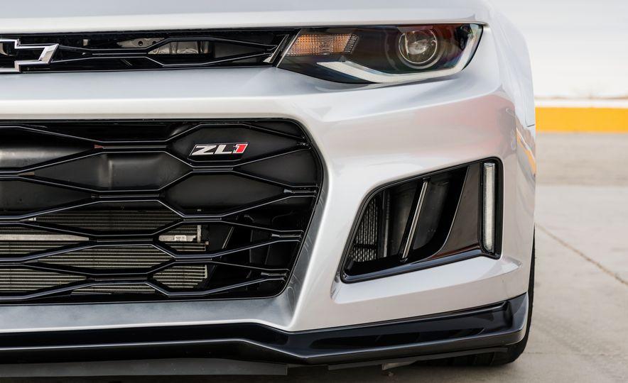 2017 Chevrolet Camaro ZL1 coupe - Slide 3