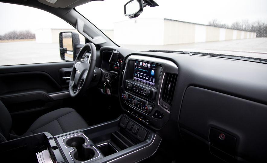 2017 Chevrolet Silverado 2500HD/3500HD - Slide 21