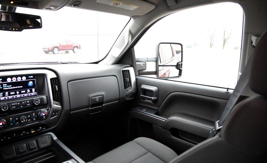 2017 Chevrolet Silverado 2500HD/3500HD - Slide 22