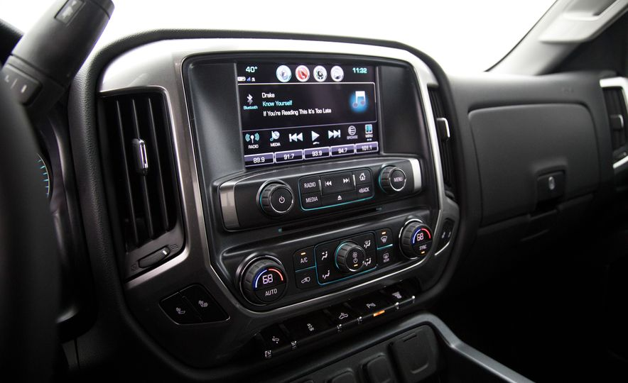 2017 Chevrolet Silverado 2500HD/3500HD - Slide 26