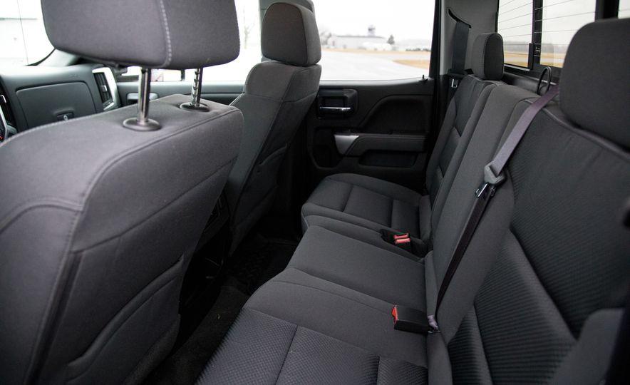 2017 Chevrolet Silverado 2500HD/3500HD - Slide 32