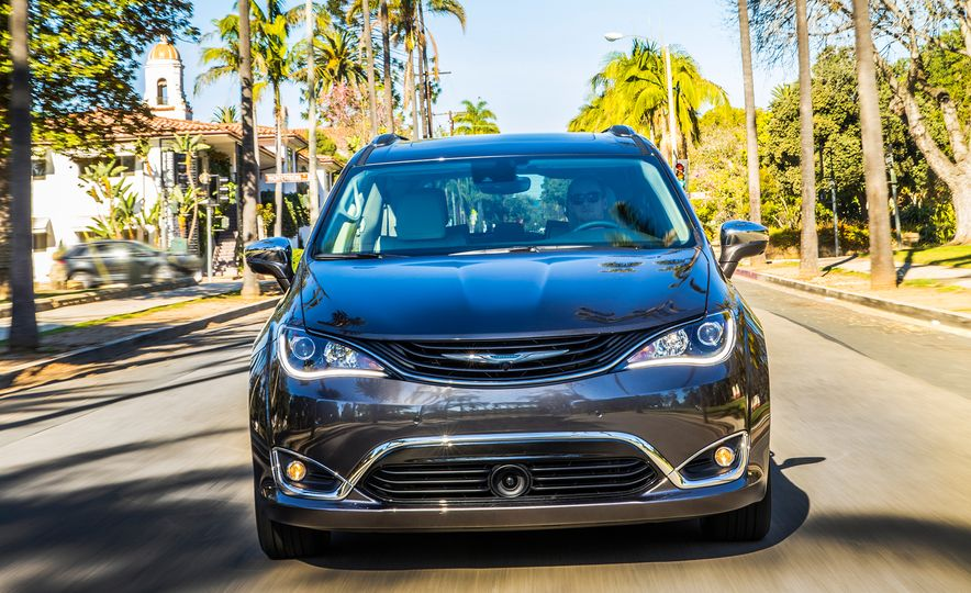 2017 Chrysler Pacifica hybrid - Slide 12