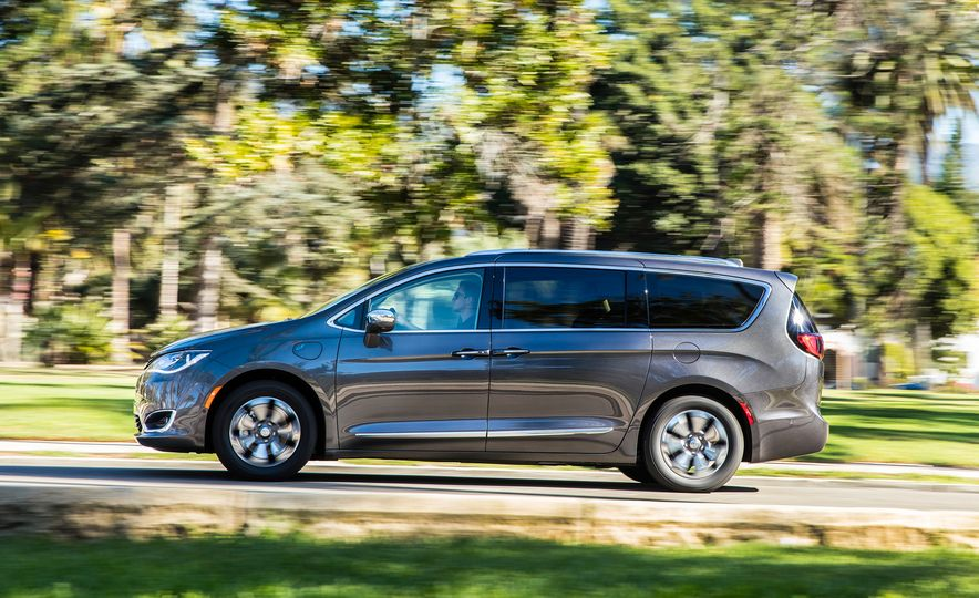 2017 Chrysler Pacifica hybrid - Slide 14
