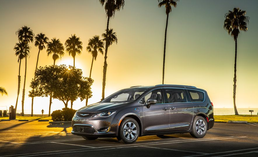 2017 Chrysler Pacifica hybrid - Slide 16