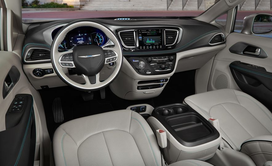 2017 Chrysler Pacifica hybrid - Slide 17