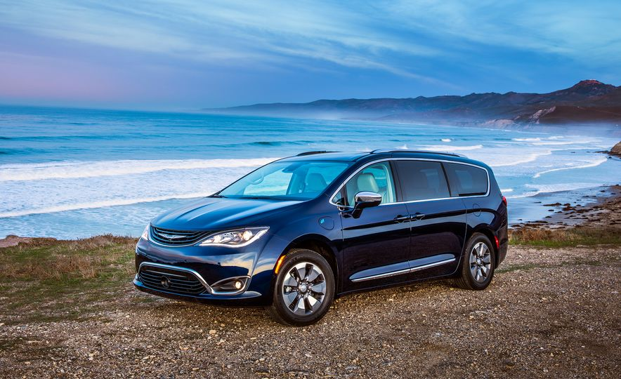 2017 Chrysler Pacifica hybrid - Slide 30