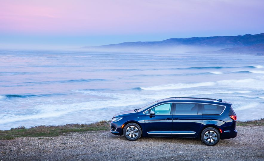 2017 Chrysler Pacifica hybrid - Slide 32
