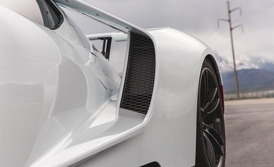 2017 Ford GT - Slide 18