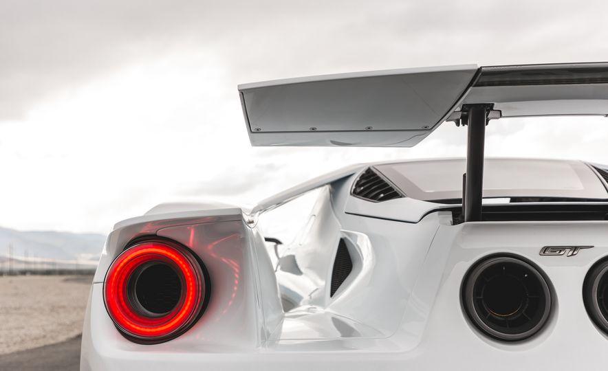 2017 Ford GT - Slide 21