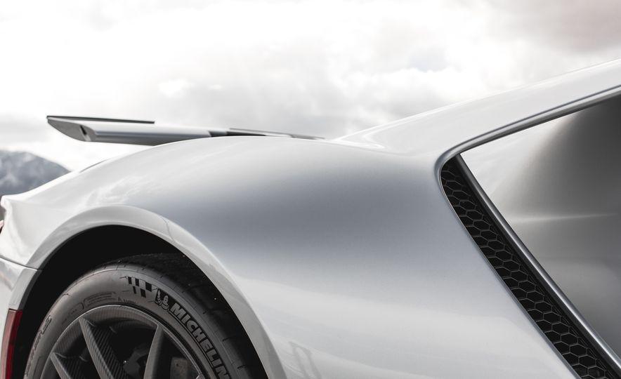 2017 Ford GT - Slide 38